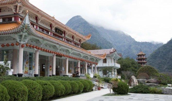 ทัวร์จีน อุทยานเขาหวงซาน จิ่วหัวซาน เจดีย์นางพญางูขาว 5วัน 4คืน บิน Air China
