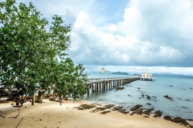 ทัวร์ระนอง เกาะพยาม พระราชวังรัตนรังสรรค์ บ่อน้ำพุร้อนรักษะวาริน   3 วัน 2 คืน
