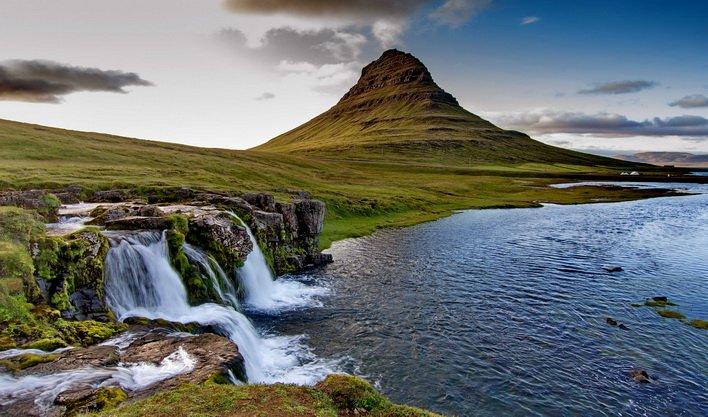 ทัวร์ไอซ์แลนด์ โอลาร์ฟวิค ภูเขาคีร์กจูเฟล บ่อน้ำพุร้อนเดลดาร์ตุงกูเวอร์ 10วัน7คืน บินThai Airways